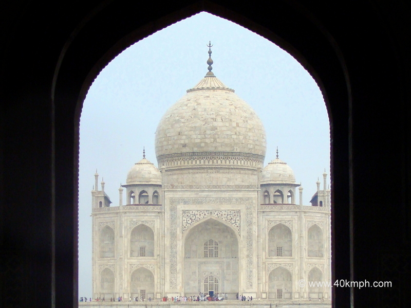 View of Taj Mahal from Darwaza-i-Rauza, Agra, Uttar Pradesh