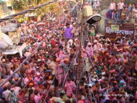 Huge Crowd for Lathmar Holi 2014 at Barsana, Uttar Pradesh