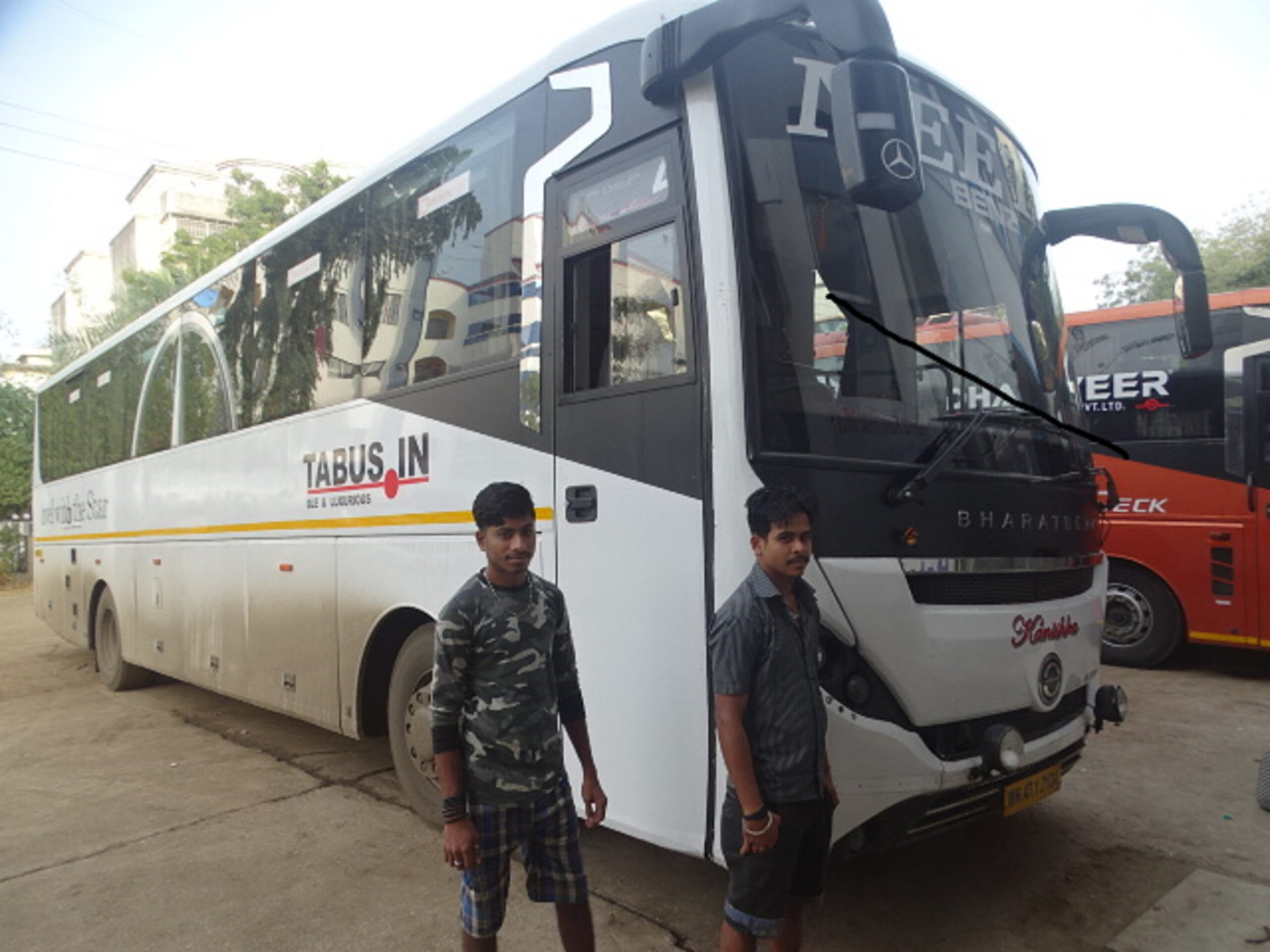 Shirdi to Mumbai BharatBenz Bus AC 26 Seater (2+1)