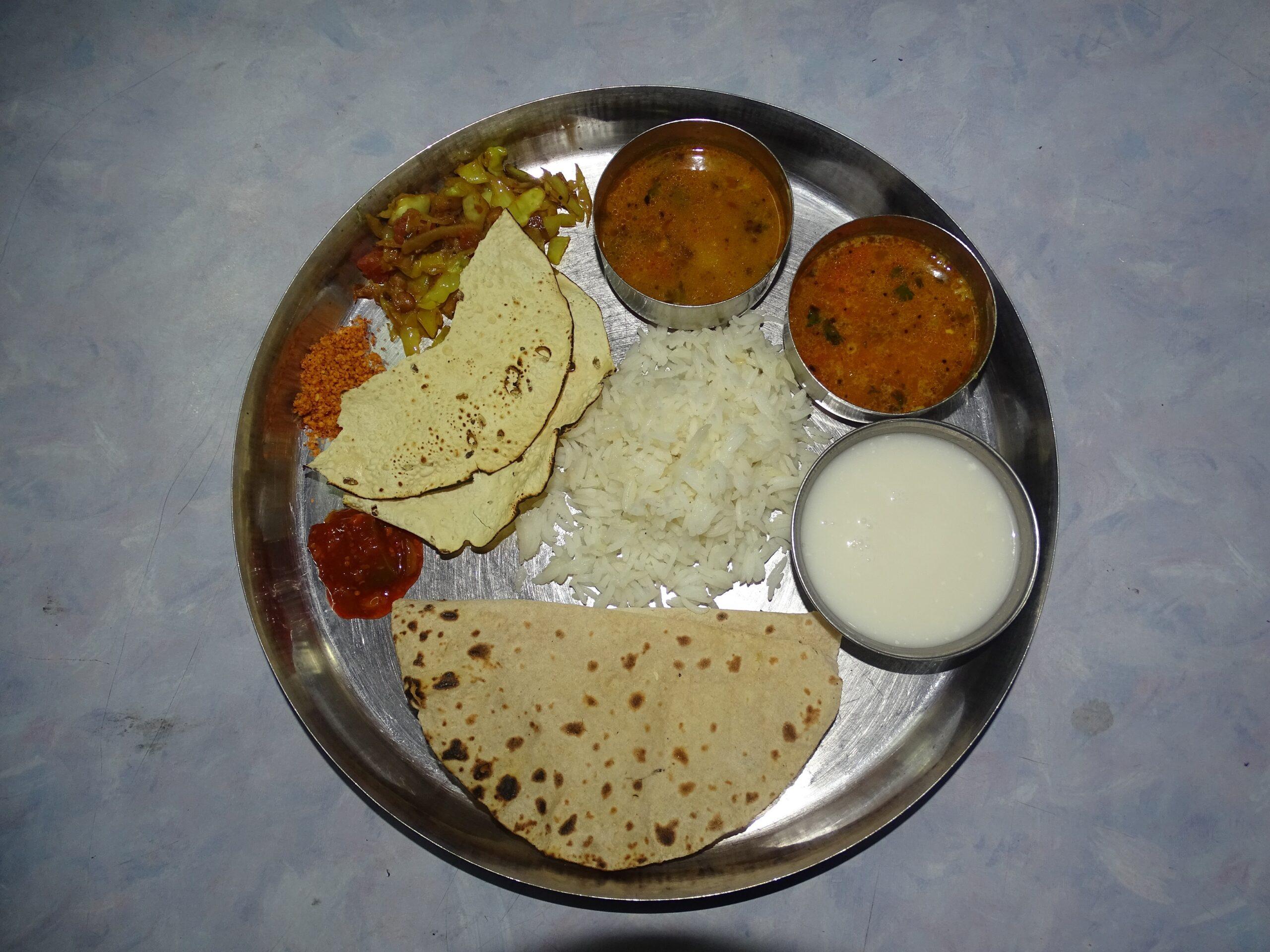 Dinner at Shri Yogeshwari Yatri Niwas (Ambajogai, Maharashtra, India)